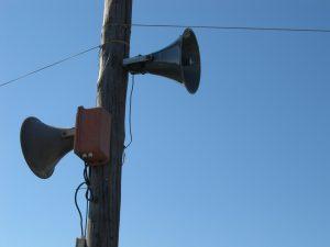 loudspeakers-112413_1920